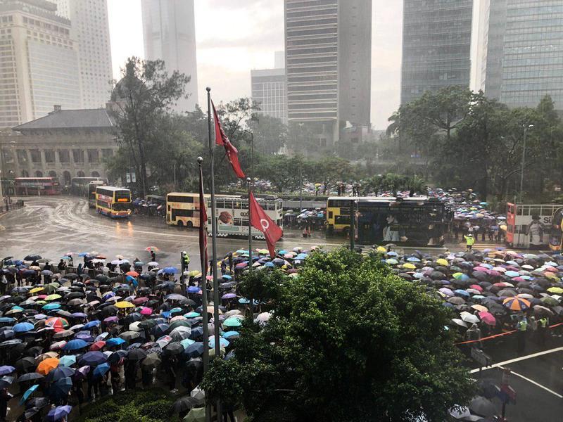 【8.17反送中組圖】港教師大遊行 為守護良知發聲
