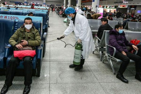 江西再次出現康復者復陽病例。圖為2020年1月22日,江西南昌火車站在進行消毒。(STR/AFP via Getty Images)