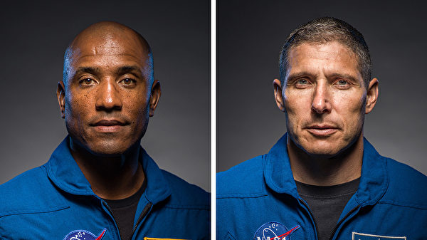 美國宇航工程師麥克·霍普金斯(Mike Hopkins)(右)和維克多·格洛弗(Victor Glover)(左)。(NASA)