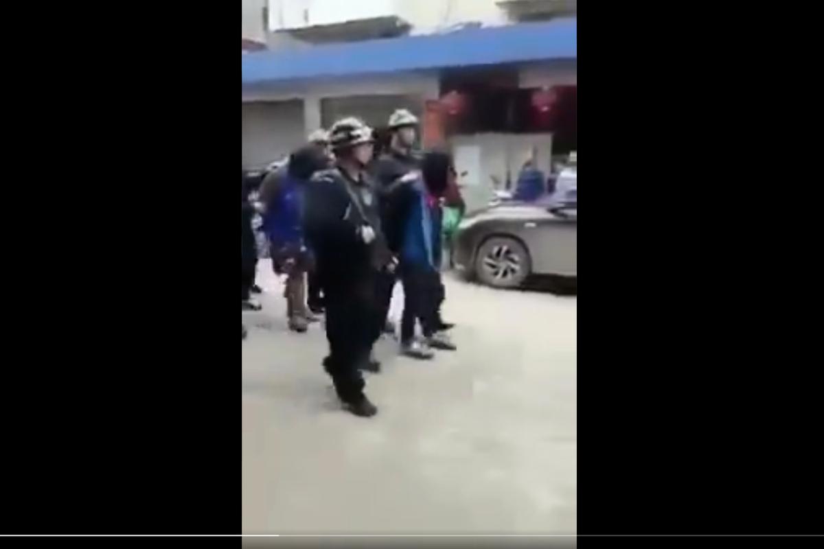 網傳廣西省再次發生「文革」式審判遊街。(影片截圖)