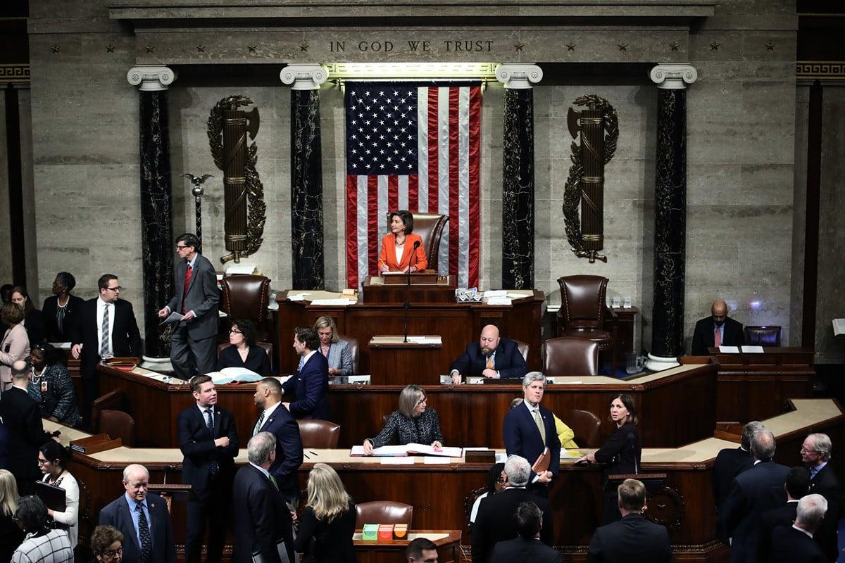 美國眾議院2019年10月31日將對總統特朗普(總統)的彈劾程序進行投票,投票可能引發兩黨黨內的溫和議員在2020年大選之前選邊站。圖為眾議院規則委員會10月30日的會議現場。(Samuel Corum/Getty Images)