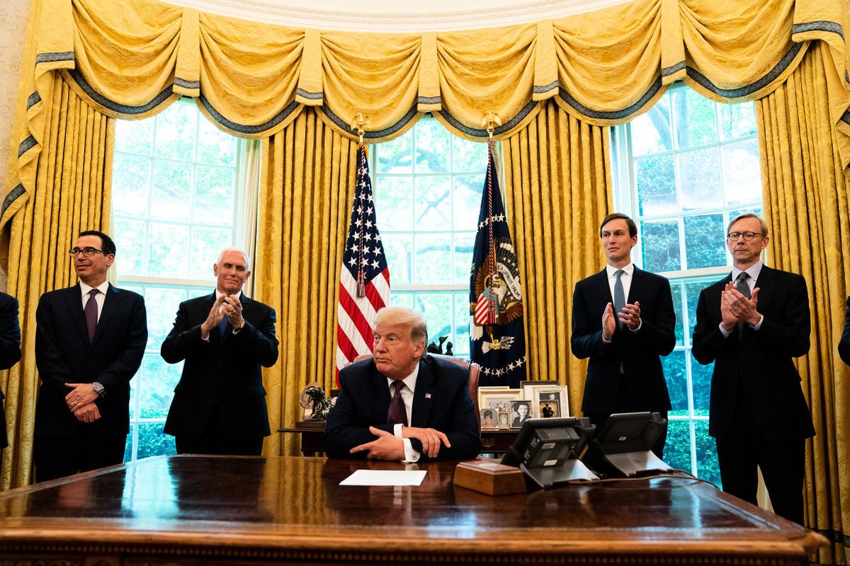 2020年9月11日,特朗普總統在橢圓形辦公室發表講話,宣佈巴林將與以色列建立外交關係。此前,以色列和阿拉伯聯合酋長國上個月宣佈,他們將尋求實現兩國關係正常化。(Anna Moneymaker-Pool/Getty Images)