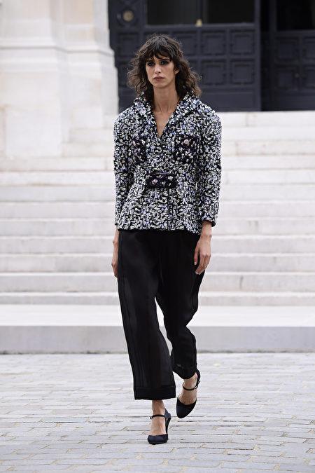 圖為2021年7月6日巴黎,Chanel 2021/2022 秋冬高級訂製時裝秀。(Kristy Sparow/Getty Images)