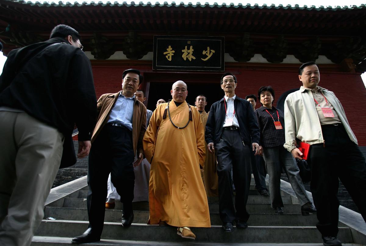 2018年8月27日,河南省登封市嵩山少林寺首次舉行升紅旗儀式,這是該寺院一千五百多年來的首次升旗儀式。圖為少林寺方丈釋永信。(Cancan Chu/Getty Images)