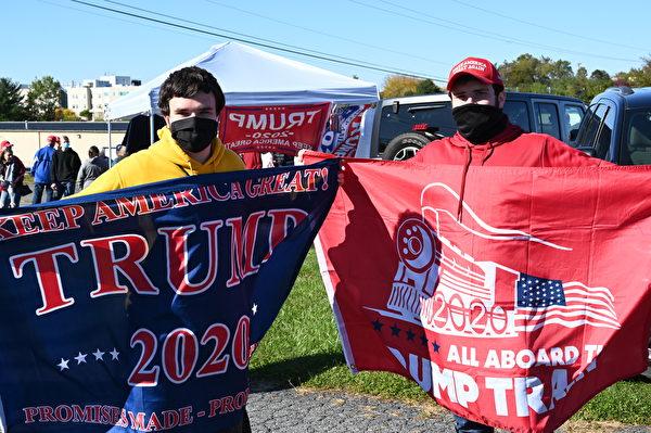 2020年10月17日,美國副總統彭斯抵達賓夕凡尼亞州的雷丁市(Reading, PA), 參加「讓美國再次偉大」的競選集會。賓州選民到場支持。(李臻婷/大紀元)