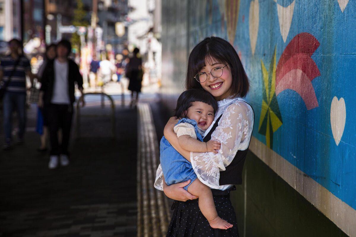 日本東京的 Shiori和她七個月大的女兒Kanade。(米哈艾拉提供)
