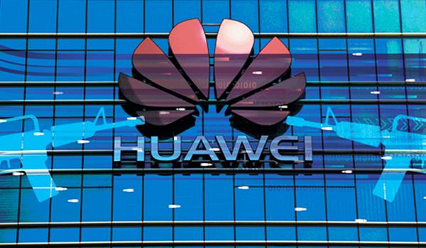 新年伊始,中國電信巨頭華為創始人任正非在新年致全體員工信中,17次提及「可信」。但被指不可信。(大紀元合成圖)
