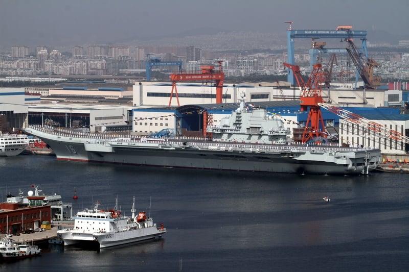 《南華早報》報道說,中國船舶重工集團前總經理孫波涉嫌將「遼寧號」航母機密文件洩露給外國情報機構。 圖為「遼寧號」。(大紀元資料室)