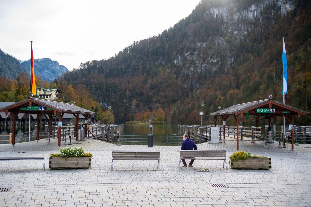 德國南部貝希特斯加登縣(Berchtesgadener Land)因七天內中共病毒新增病例劇增,成為德國嚴重熱點。從2020年10月20日起,該縣實施封鎖措施,為期兩個星期。圖為當地封鎖後的一個場景。(Lennart Preiss/Getty Images)