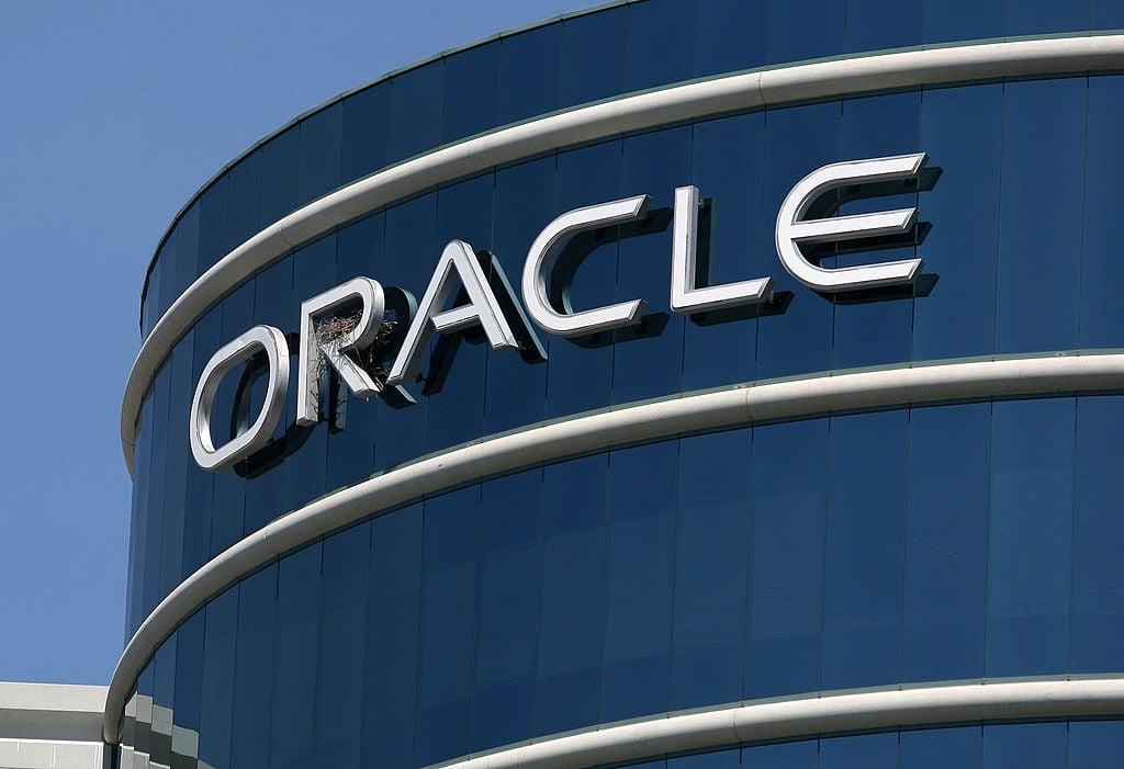 位於美國加州的甲骨文公司總部大廈及公司標識。(Justin Sullivan/Getty Images)