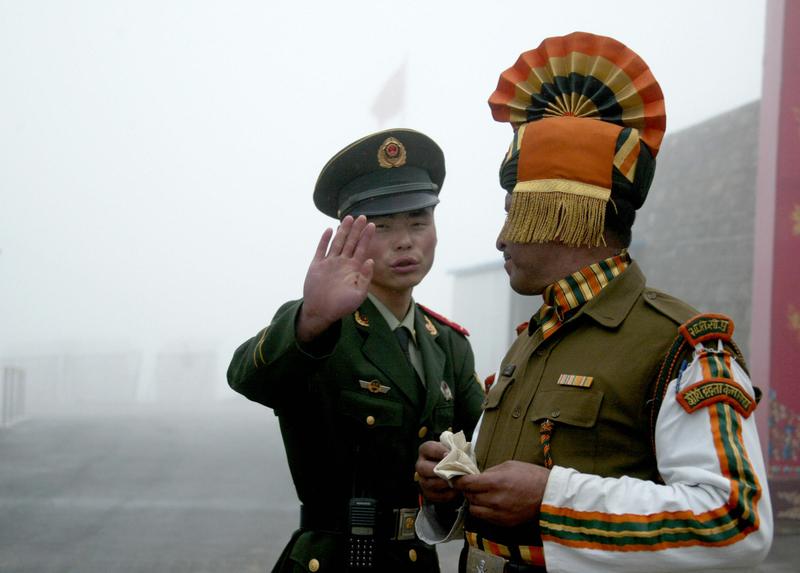 中印邊境的情景。(DIPTENDU DUTTA/AFP/Getty Images)