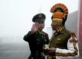 中印邊境 中共集結五千士兵並儲存武器