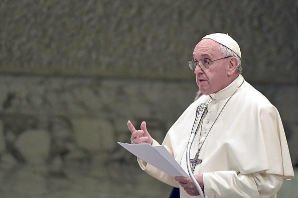 天主教宗方濟各(Pope Francis)3月4日宣佈,將開放教宗庇護十二世的梵蒂岡秘密檔案。圖為方濟各3月2日於其它活動上發表講話。(Tiziana Fabi/AFP/Getty Images)