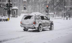 美中西部地區被大雪覆蓋 交通受阻