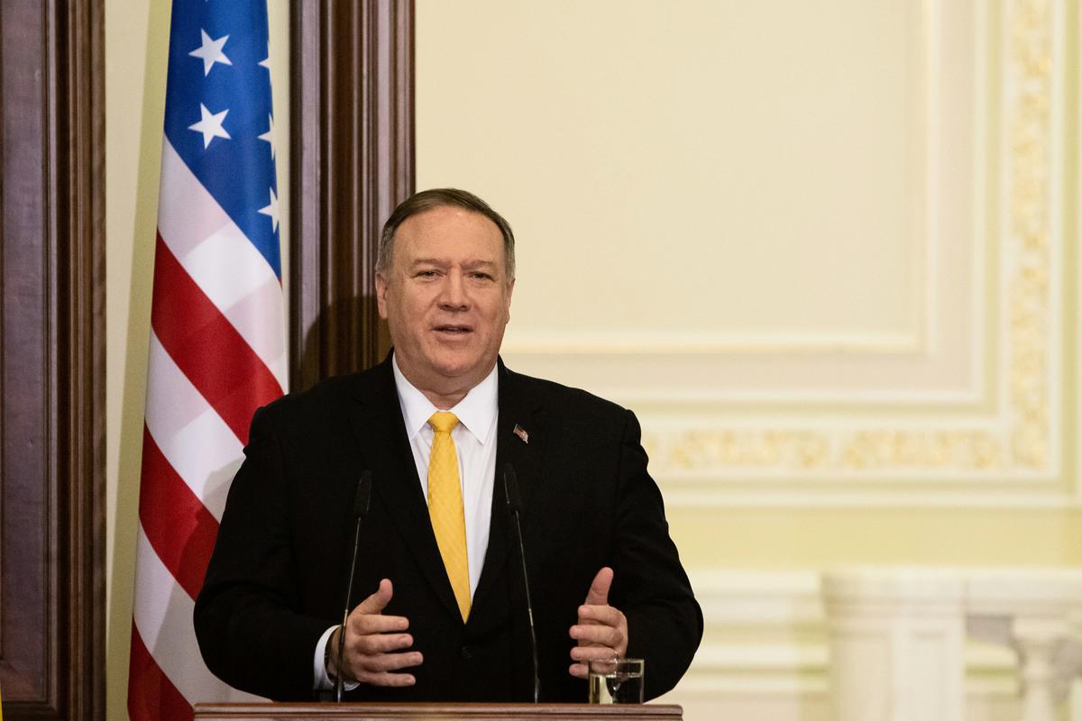 圖為蓬佩奧2月19日發表聲明,譴責中共驅逐3名《華爾街日報》記者。(Anastasia Vlasova/Getty Images)