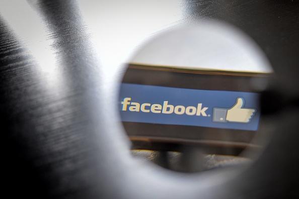 臉書公司對外透露,由於沒有正確地屏蔽數億用戶的臉書帳戶密碼,導致該公司的員工可以訪問並獲取用戶密碼數據。(LOIC VENANCE/AFP/Getty Images)