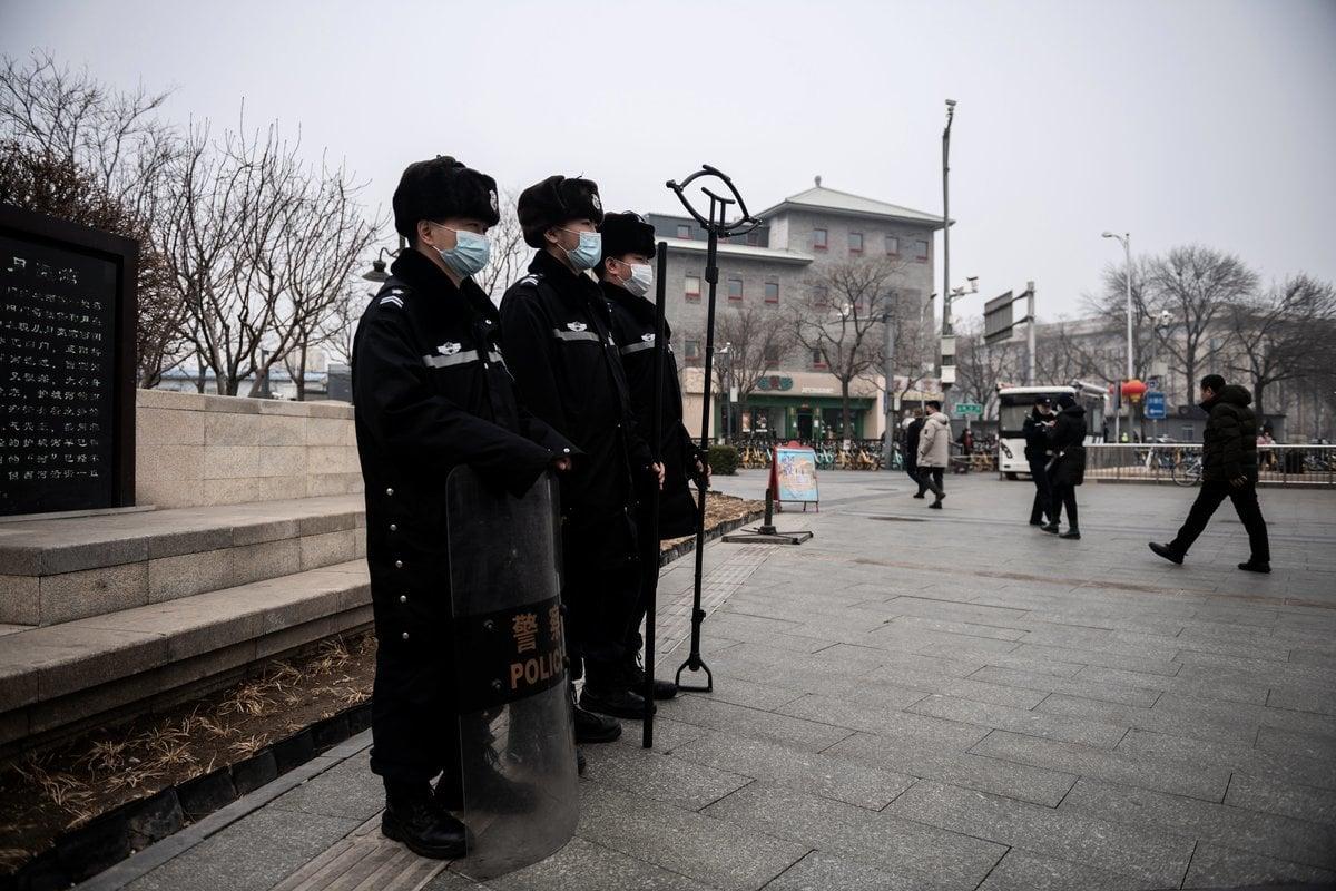 中共兩會之際,北京連續陰霾天。圖為2021年3月5日北京人民大會堂附近,可見陰霾天氣狀況。(NICOLAS ASFOURI/AFP via Getty Images)