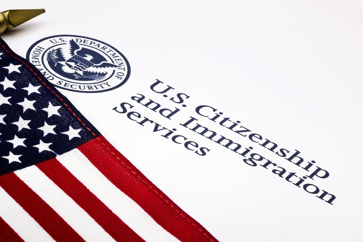 特朗普政府正在考慮一些「其它步驟」,以在下個月內進一步限制移民簽證,可能針對H-1B等臨時工作簽證。(Fotolia)