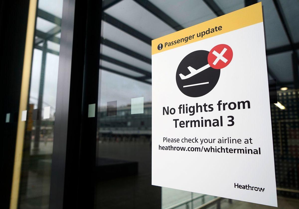 英國境內出現了更具感染性且更易失控的變種中共病毒(俗稱武漢病毒、新冠病毒),歐洲多國對英國封關,圖為12月20日倫敦希斯羅機場部份關閉。(Niklas HALLE'N / AFP)