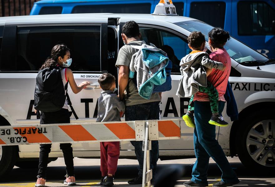 專家警告:非法移民「租借」兒童入境美國