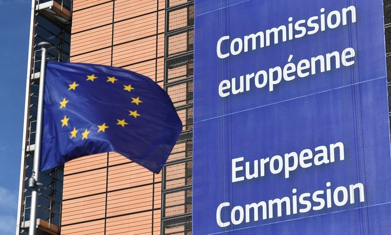 歐盟國家正在重新檢視跟中共的關係,加緊制定針對中國的政策。圖為歐盟旗幟。(EMMANUEL DUNAND/AFP)