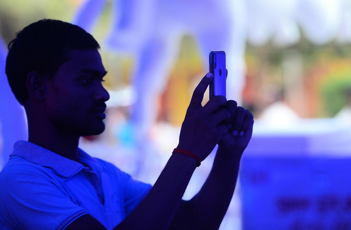 印度最大的手機支付系統公司MobiKwik,印度最大的線上保險購買平台Policybazaar負責人都於近日呼籲印度總理莫迪,進一步限制中國企業進入印度市場。(SANJAY KANOJIA/Getty Images)