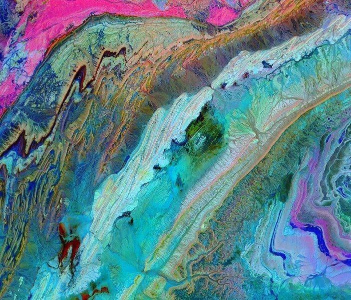 NASA分享摩洛哥山脈空拍照片 繽紛如畫