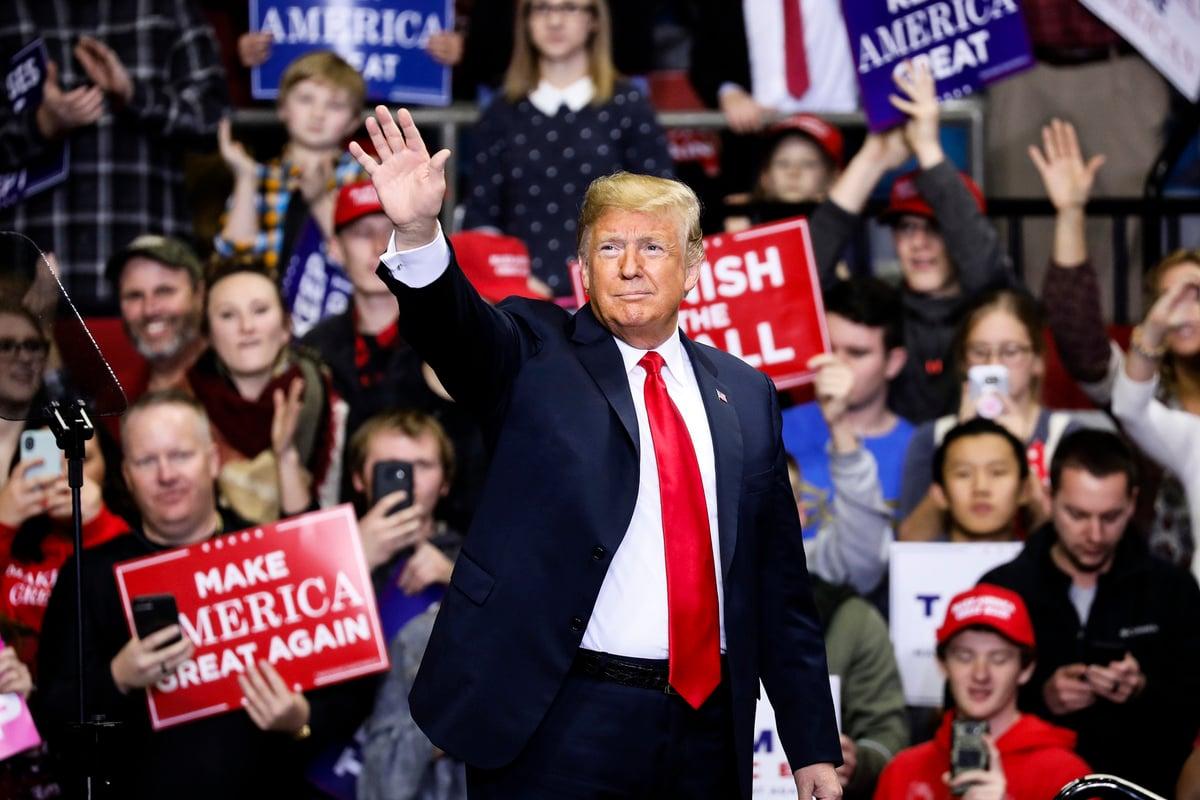 2018年11月5日,唐納德·特朗普總統參加在印第安納州韋恩堡為共和黨參議院候選人布勞恩(Mike Braun)舉行的競選集會。(Aaron P. Bernstein/Getty Images)