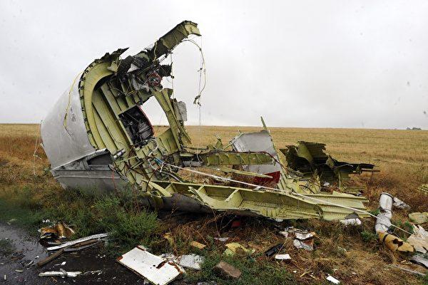 圖為馬航MH17空難現場。(Alexander KHUDOTExPLY/AFP/Getty Images)