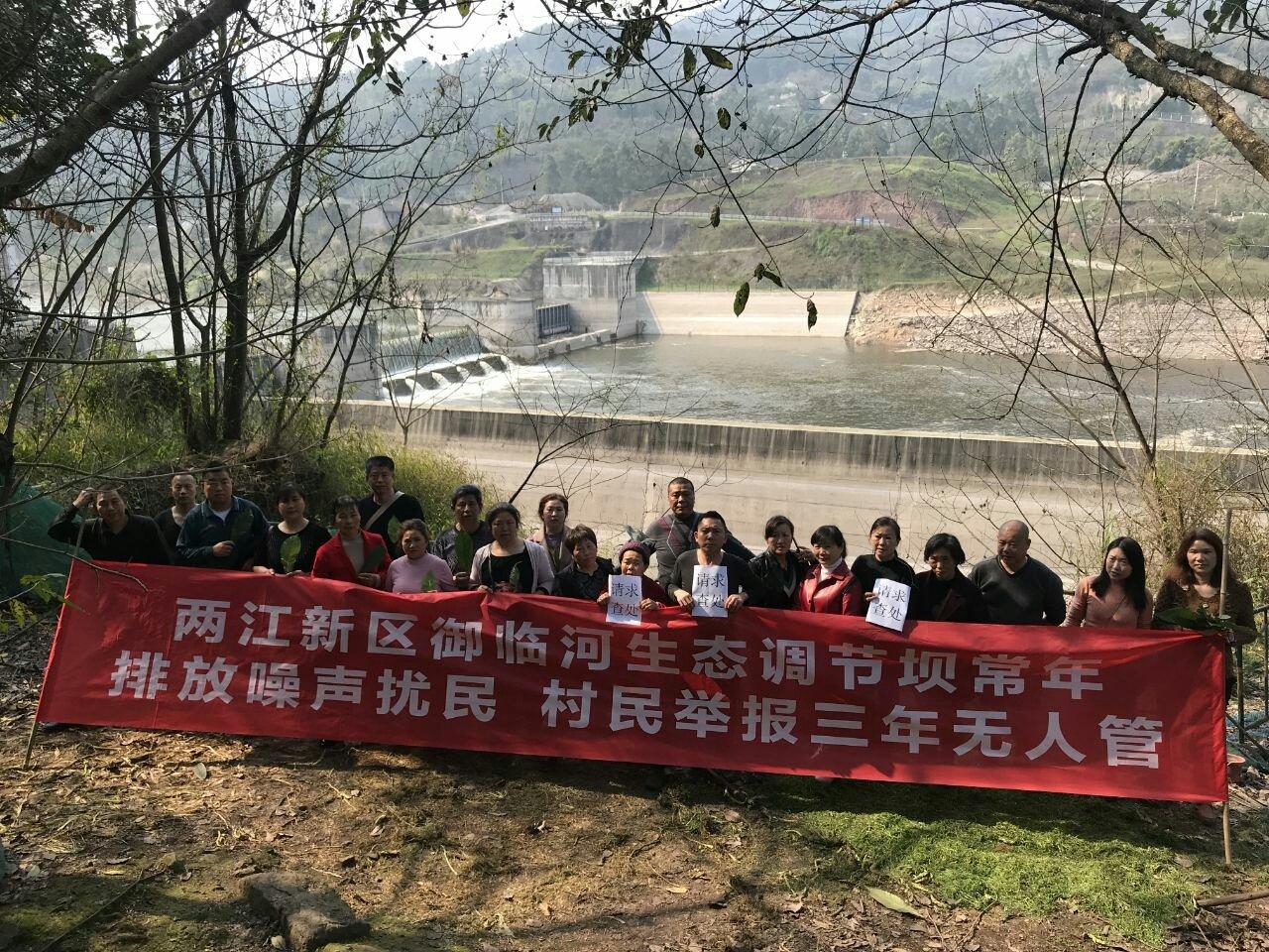 2月24日,重慶維權公民19人來到姜開碧家探訪,並呼籲當局重視村民身體健康。(受訪者提供)