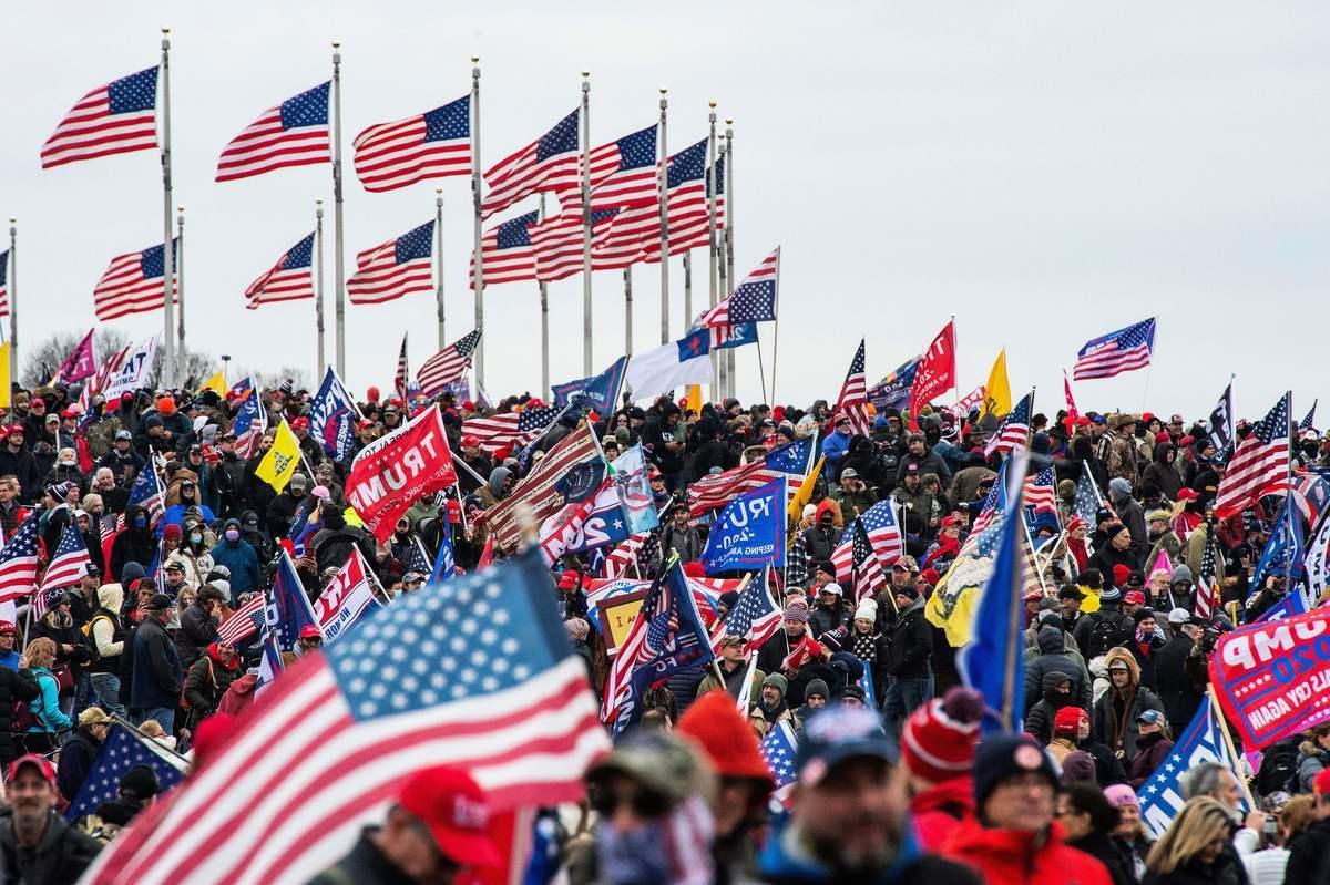 圖為1月6日,來自各地的特朗普支持者湧進華府,集會現場人山人海。(JOSEPH PREZIOSO/AFP via Getty Images)