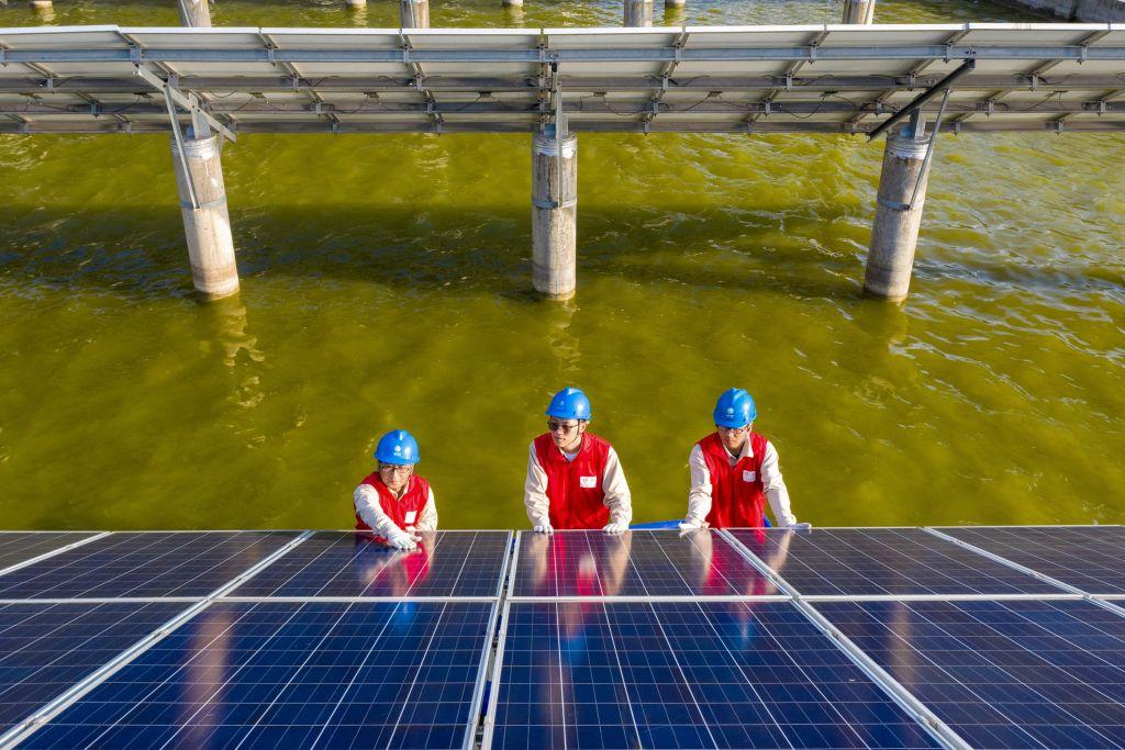 中共針對美國限制太陽能電池板進口向世界貿易組織(WTO)提出投訴。WTO2021年9月2日裁定,美國沒有違反世界貿易規則。(STR/AFP via Getty Images)