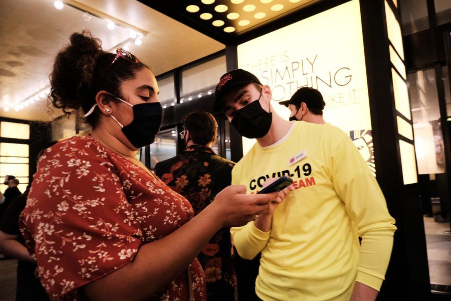 紐約百老匯恢復演出 大批觀眾前往觀賞(多圖)