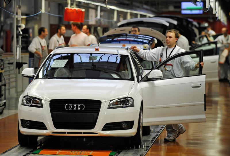 德國汽車工業對勞動力的需求最大。(JOERG KOCH/AFP/Getty Images)