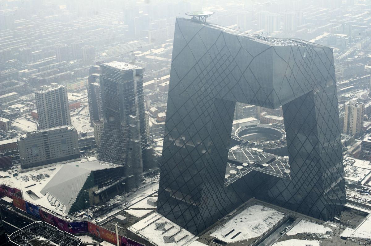 2011年2月26日鳥瞰中共央視大樓。(STR/AFP via Getty Images)