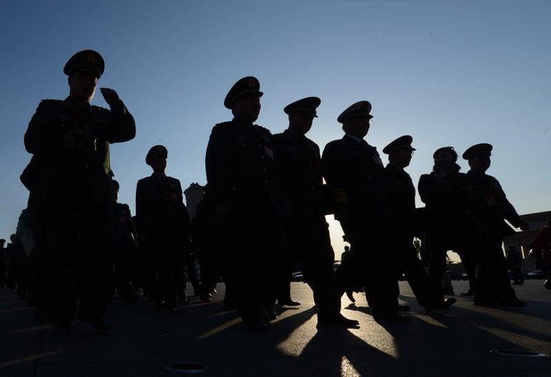 習近平當局為穩定軍心、將心,給了軍官這個群體一條出路:軍官職業化。(Getty Images)