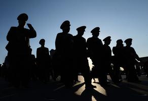 王赫:先行調整軍級以上軍官軍銜政策的背後