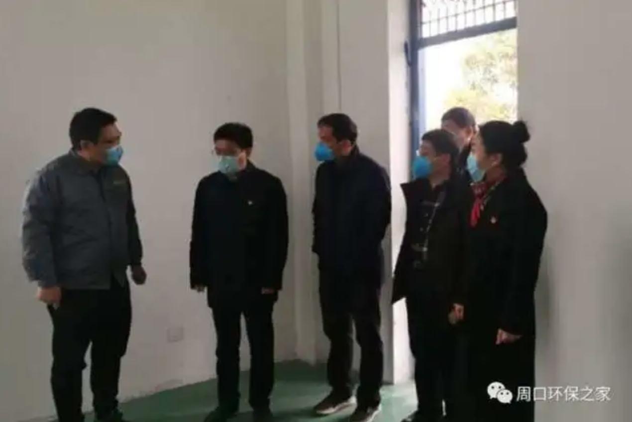 2020年2月18日,劉建武(左二)還曾調研醫療廢物處置管理及疫情防控應急響應工作。(網絡圖片)