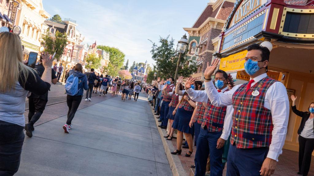 迪士尼「復仇者園區」開放 吸引數千遊客
