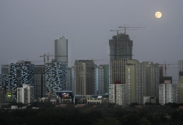 大陸房屋租賃行業已經連續至少四個月處於蕭條狀況——房租暴跌、租戶大減。圖為北京的高樓群。(FREDERIC J. BROWN/AFP/Getty Images)