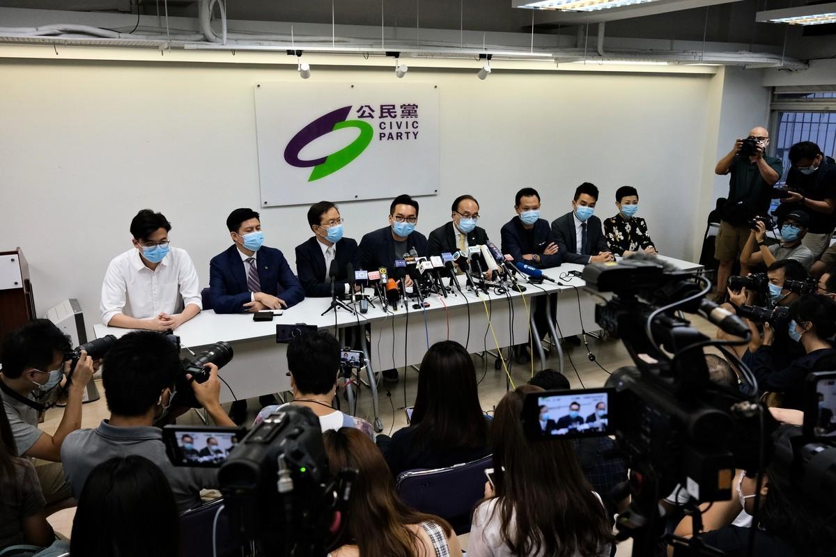 12名民主派人士被取消9月香港立法會選舉的參選資格後,2020年7月30日,公民黨舉行記者會。(Peter Summers - WPA Pool/Getty Images)