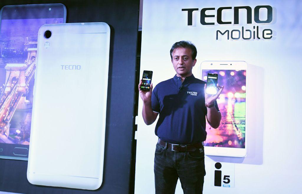 中國智能手機品牌Tecno被指不僅竊取用戶數據,還通過在手機上預先安裝惡意軟件,來竊取用戶的錢。(DIBYANGSHU SARKAR/AFP via Getty Images)