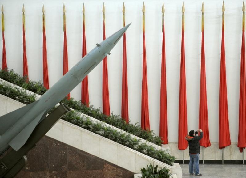 專家稱,在世界核俱樂部及聯合國安理會常任理事國中,唯有中共隱藏核武庫信息。圖為導彈模型。(LIU JIN / AFP)