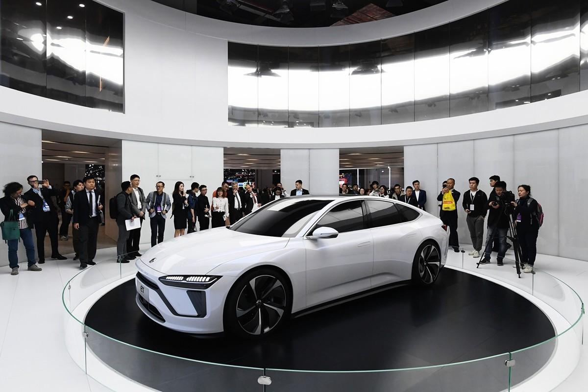 2021年3月2日,大陸三大新能源車中概股大跌,市值總計蒸發近千億人民幣。圖為2019年4月16日在上海車展開幕上的蔚來ET7(未上市)汽車。 (GREG BAKER/AFP/Getty Images)