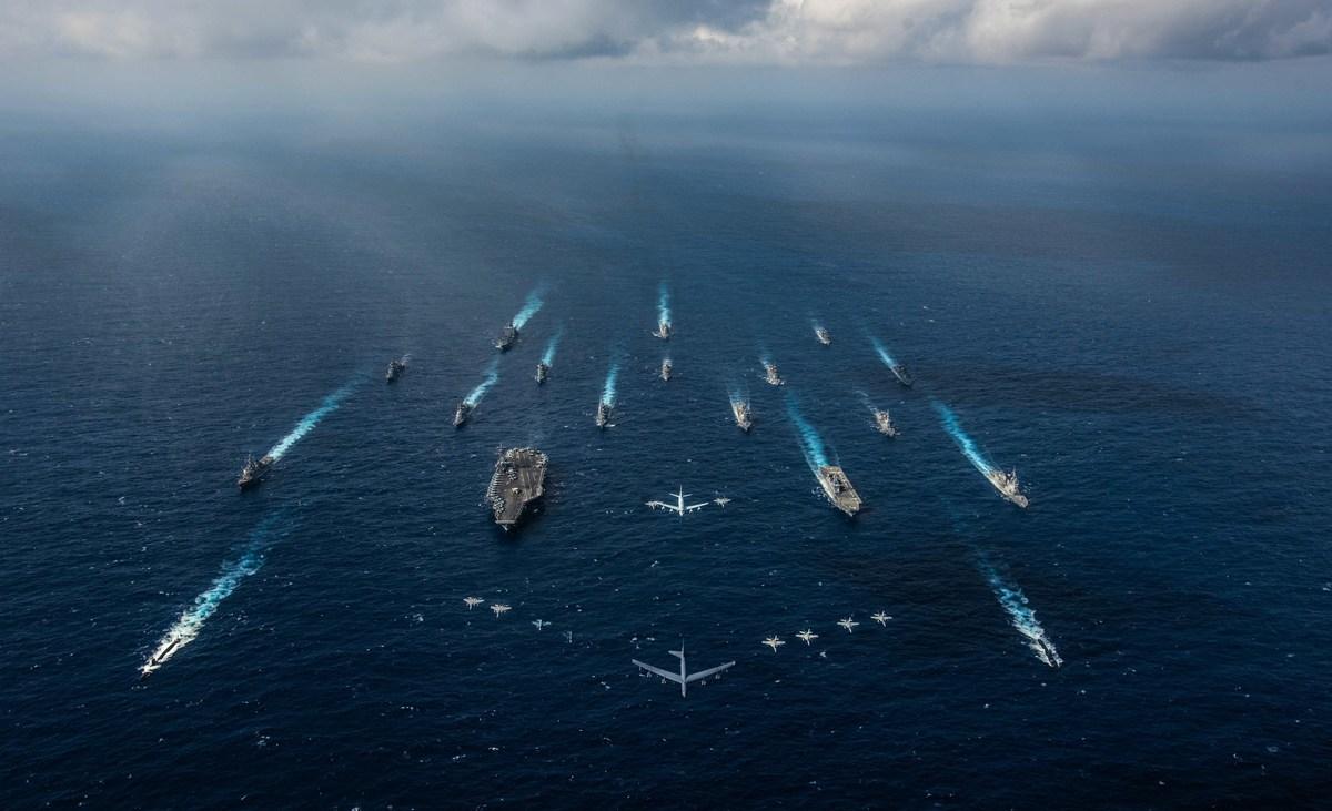 日本自衛隊(JSDF)和美國軍隊將從2020年10月26日開始,在太平洋進行「利劍」大型軍事演習,大約近5萬人參加。圖為2018年利劍軍演。 (U.S. Navy photo by Mass Communication Specialist 2nd Class Kaila V. Peters/Released)