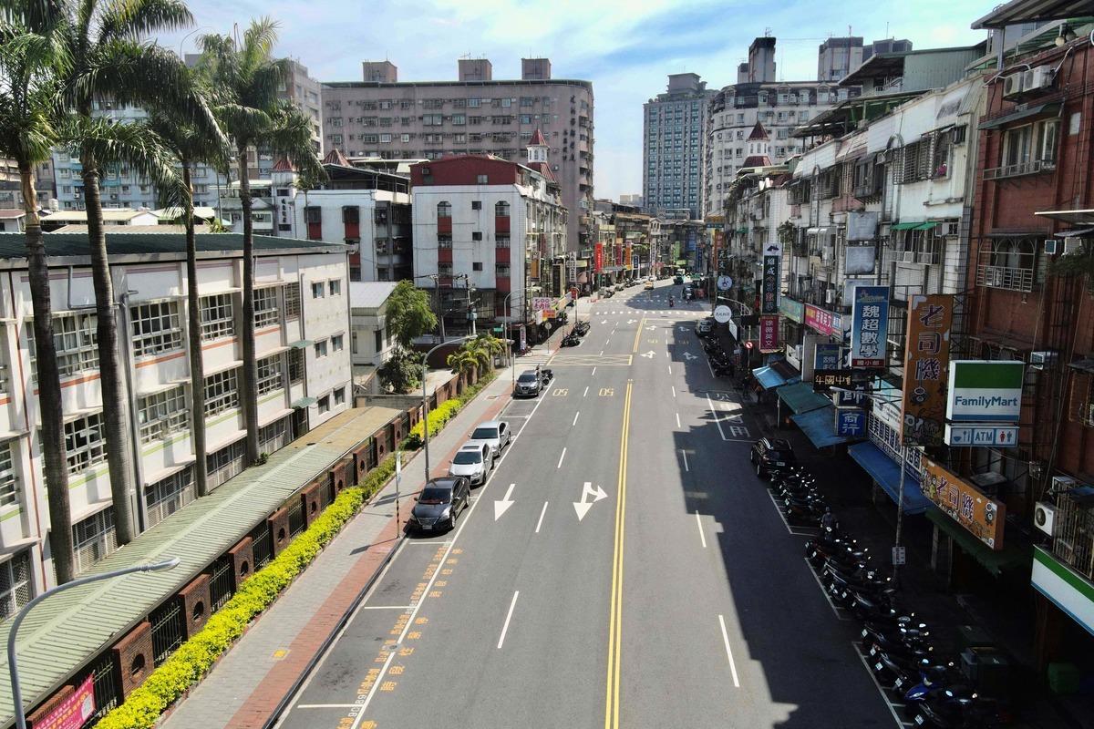 台灣本土疫情爆發後,5月21日在新北市新店區的一條空街。 (SAM YEH/AFP via Getty Images)