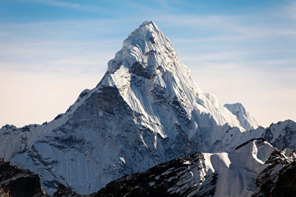 聖母峰是世界第一高峰,吸引遊客造訪。(Shutterstock)