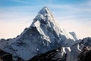 【影片】尼泊爾登山客花47天 在聖母峰撿2.2噸垃圾