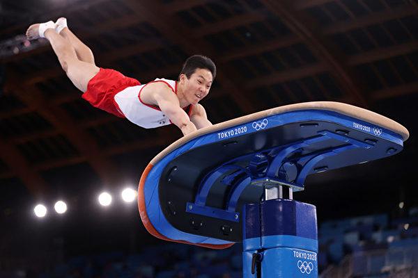 南韓選手申在煥(Shin Jea-hwan),2021年8月2日在東京奧運會男子跳馬決賽中,超越他視作偶像的梁鶴善,拿下南韓體操史上第2枚奧運金牌。(Jamie Squire/Getty Images)