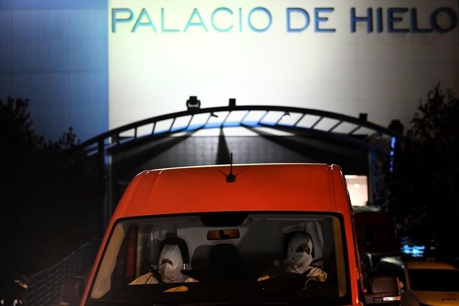 西班牙死亡病例數激增 溜冰場成停屍房